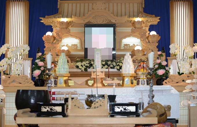 伊東法輪閣白木の祭壇